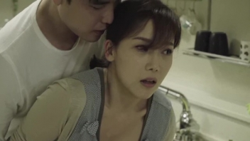 >หนังโป้เด็ดดาราเกาหลี Lee Chae Dam ถ่ายxxxเรทอาร์18+ เรื่องนี้มีผัววัยรุ่นรอบดีจัดถูกเอาหีเกือบทุกวัน ผัวเงี่ยนตรงไหนก็เอาควยโล้หีแบบไม่เลือกที่