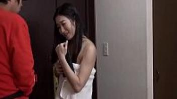 >หนังเอวี Japanese xxxx แกล้งทำผ้าเช็ดตัวหลุดจนเสียวสุดยันมดลูก หนุ่มส่งพิซซ่าโคตรโชคดีได้ล่อหีสาวสวยฟรี