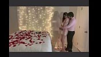 """>หนังเย็ดXXXวันวาเลนไทน์ของ """"Lexi Aaane"""" ถูกแฟนจัดห้องเย็ดเซอร์ไพรส์อย่างโรแมนติก ดาราหนังโป๊ดังโดนเอาหีในวันแห่งความรักทั้งที มีดอกกุหลาบโรยเต็มที่นอนซะด้วย"""