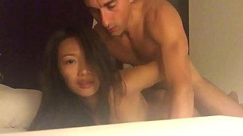>หนังxxxเพศสัมพันธ์ทางทวารหนัก สาวจีนนอนคว่ำหน้าให้แฟนฟรั่งเย็ดประตูหลัง youjizz เจ็บรูตูดมากเจอควยใหญ่ๆของแฟนเสียบเข้าตูดซะมิดดุ้น